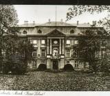 Eingangsseite des Schlosses um 1920