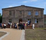Bei schönem Wetter feierten zahlreiche Gäste die Eröffnung der Alten Schmiede am 12. Juni 2013.
